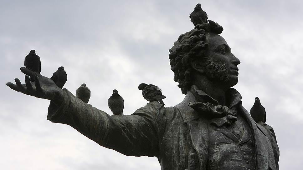 Веселое имя: Пушкин! Все остальное — методички по его изучению, сочинения на тему пушкинской лирики и попытки натужно и по-чиновничьи продвигать русский язык — вызывает тоску