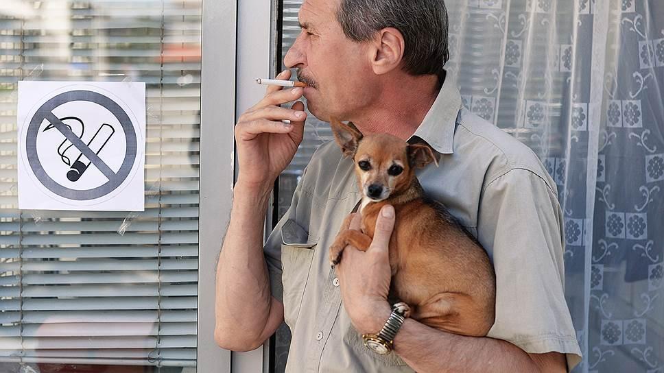Курильщикам в России устроили собачью жизнь