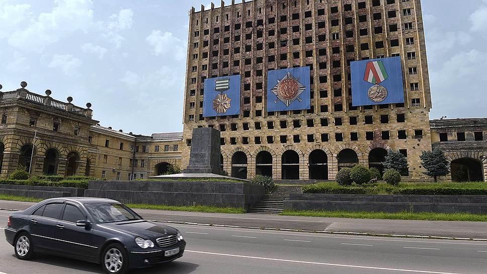 23 года спустя Абхазия все еще не может забыть войну, о ней здесь напоминает многое