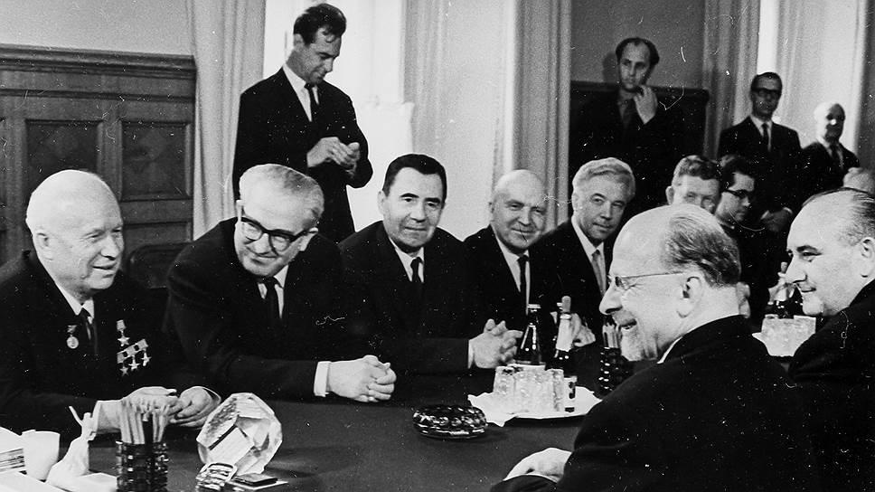 Именно Хрущев ввел Андропова в высшую советскую номенклатуру