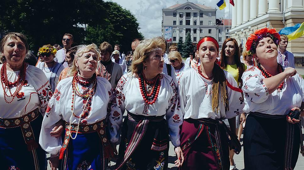 Сторонники украинской идеи видят страну камешком многоцветной мозаики, пасторальной Восточной Европы, некогда существовавшей под зонтиком Австро-Венгрии