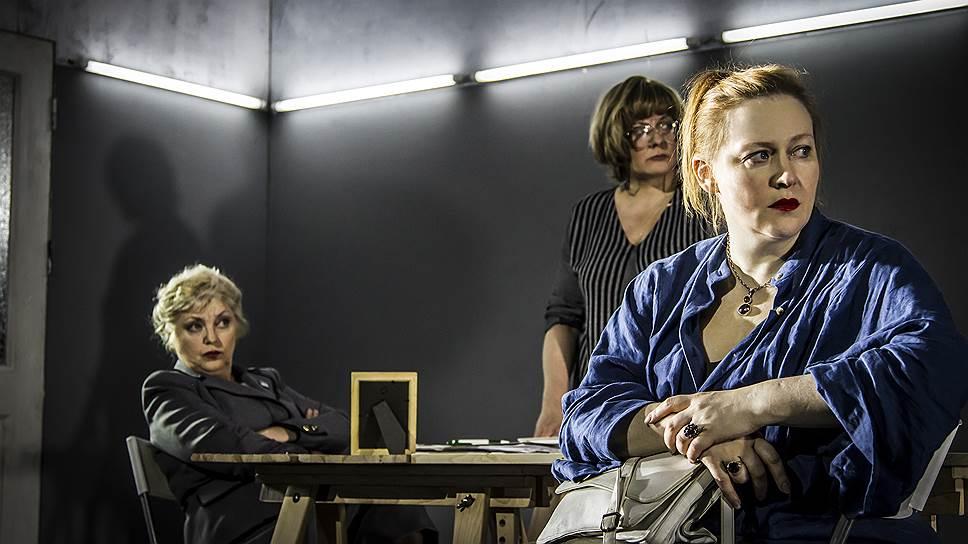Современная школа (Светлана Брагарник, Ирина Рудницкая) и мать героя (Юлия Ауг) оказались не готовы к встрече с трудным подростком
