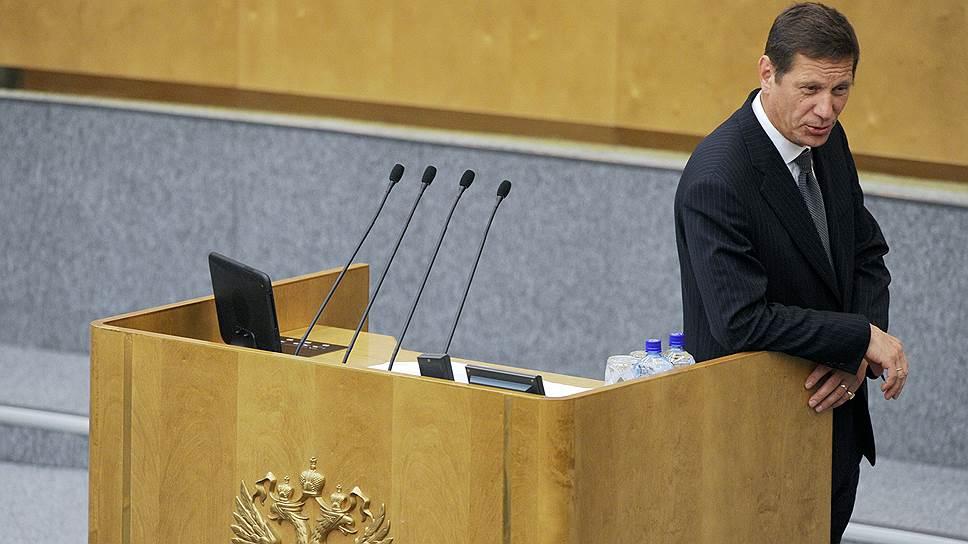 Александр Жуков, сам в недавнем прошлом член правительства, сегодня выступает против возвращения налога с продаж, на которое настроен кабинет