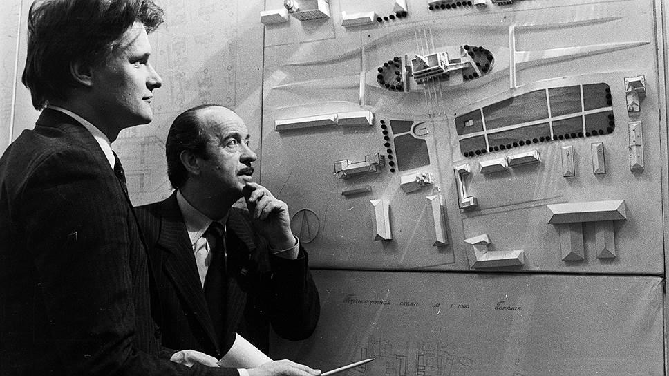 В 1986 году был объявлен конкурс на лучшее архитектурное решение Сухаревской (тогда еще Колхозной) площади с воссозданной Сухаревой башней