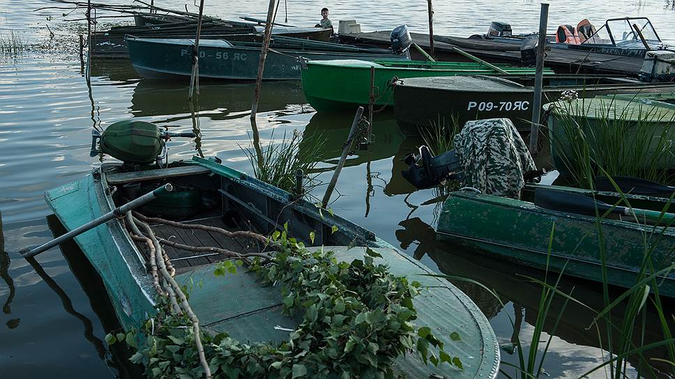 Флотилия все равно появилась: жители угощают туристов свежей рыбой