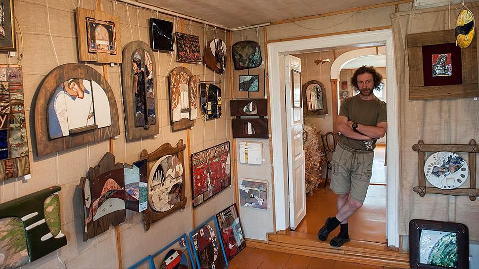 """Художник Михаил Селищев перебрался в Ростов лет 20 назад и создал свою галерею современного искусства. Объясняет, """"потому что красиво вокруг"""""""
