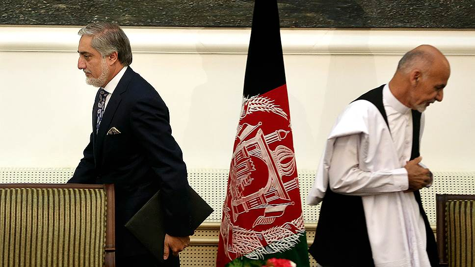 Два новых афганских лидера чаще всего даже на фото смотрят в разные стороны. Слева — глава исполнительной власти Абдулла Абдулла, справа — президент Гани Ахмадзай