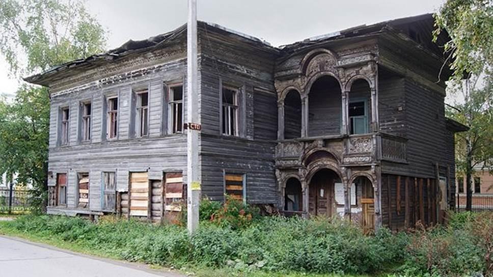 Дом Свешникова государство взяло под охрану в 1991-м, но за четверть века госпопечения он здорово обветшал