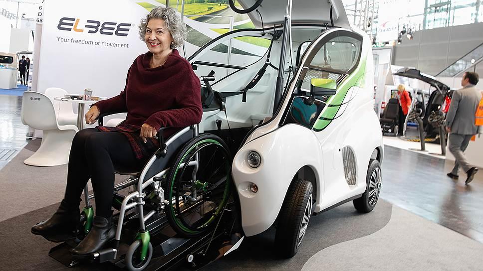 Современная техника позволяет инвалиду передвигаться самостоятельно. Если, конечно, под его нужды адаптирована среда