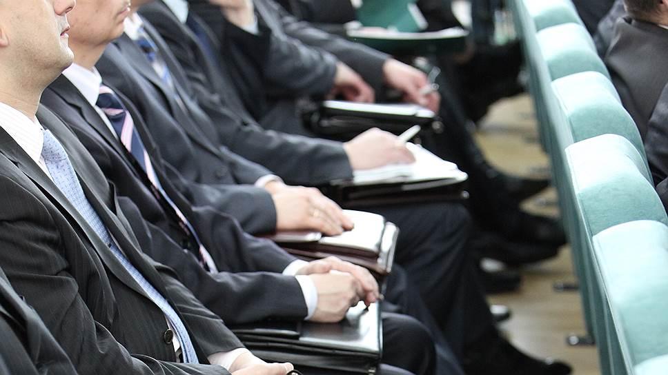 Растут не только ряды чиновников, но и их зарплаты