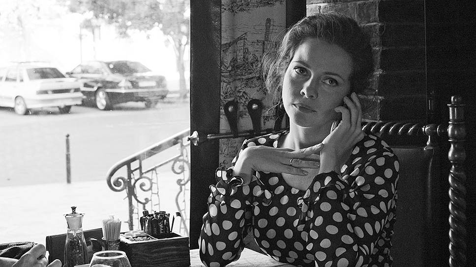 Супруга героя (Екатерина Гусева) выступает посредником между бизнесом и властью