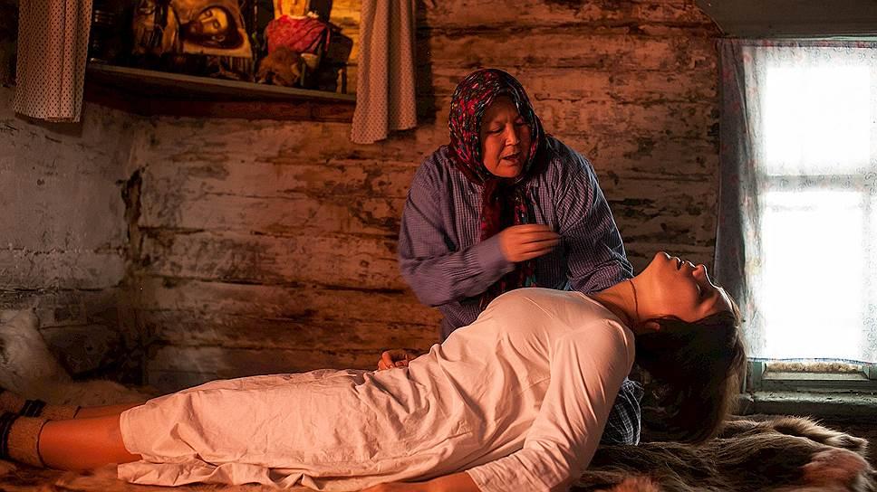 Основной конфликт фильма — столкновение двух культур, авангарда и шаманства