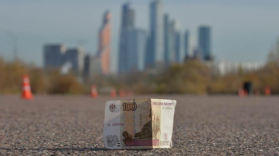 Рубль давно не падал так низко. Теперь эксперты гадают: он уже на дне или еще нет?