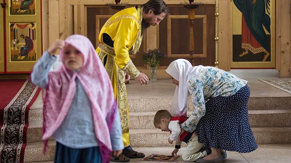 В старообрядческом храме всегда много детей