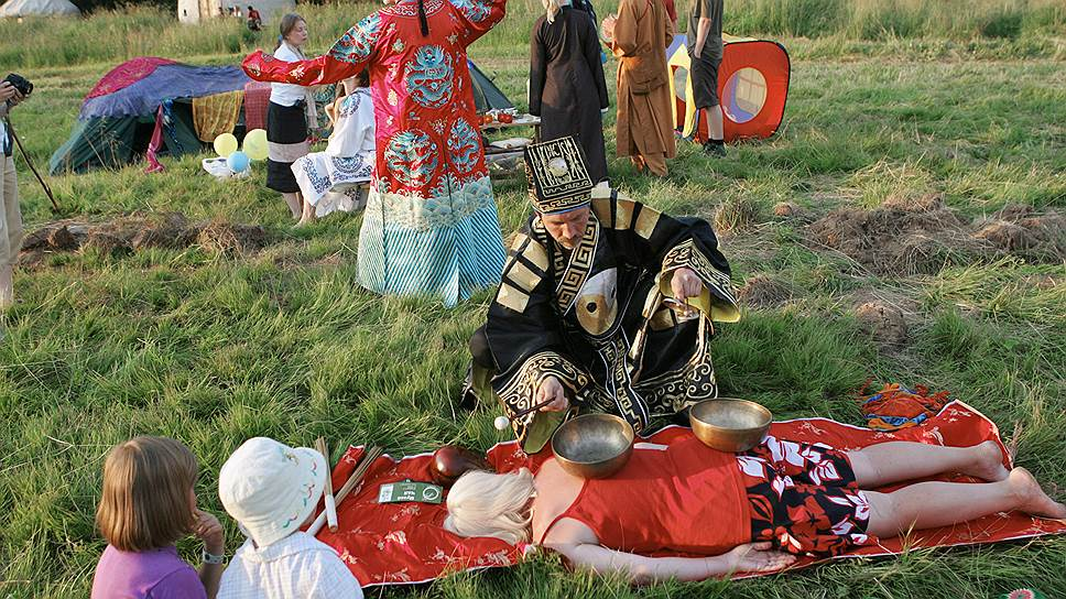 Лечение нетрадиционными методами привлекает россиян не только как развлечение в тематических парках (на фото), но и как реальная альтернатива официальной медицине