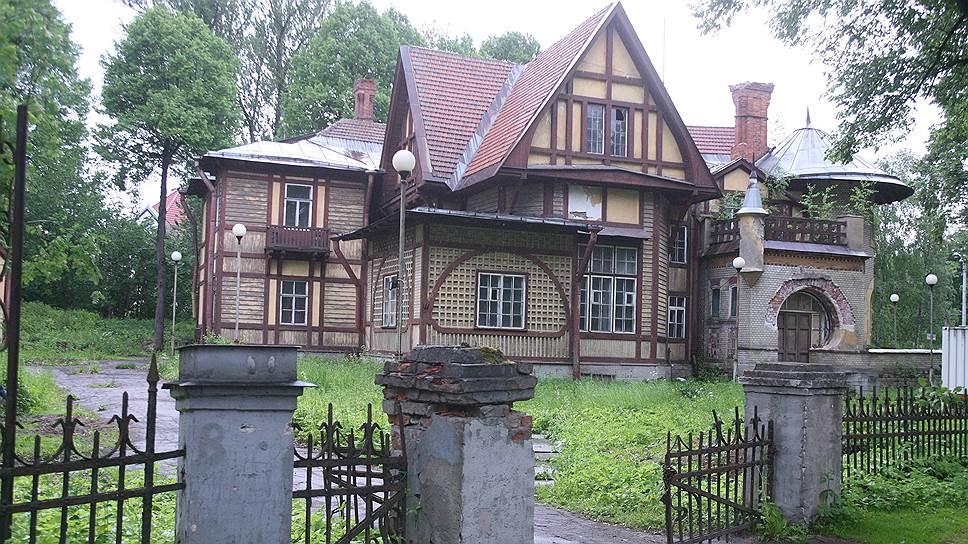 """Дача Гаусвальд, известная как """"дом Ирэн Адлер"""" (""""Приключения Шерлока Холмса и доктора Ватсона""""), балансирует на грани гибели"""