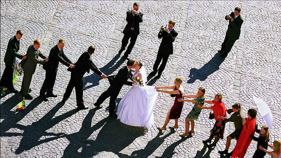 Брак крепчает