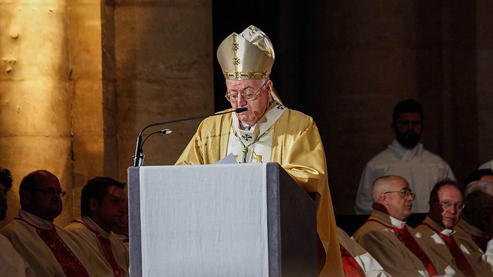 Экспозиции предшествовала торжественная речь архиепископа Чезаре Нозилья