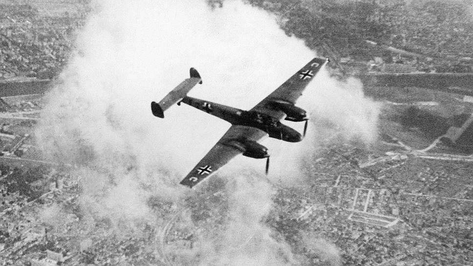Эскадрилья немецких мессершмитов летит бомбить Англию