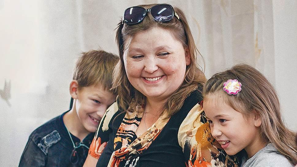 У жительницы Заиграевского района Бурятии Жени трое приемных детей. На занятия в службу сопровождения приемных семей они ездят все вместе, сидят в обнимку