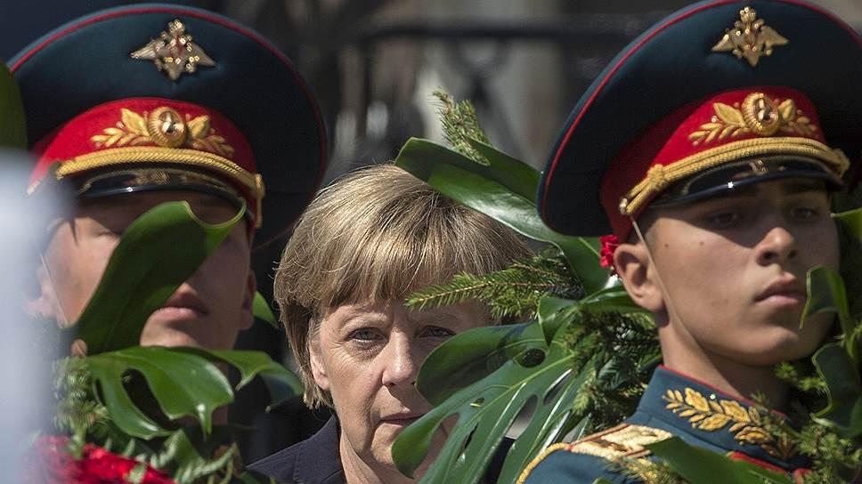 Канцлер ФРГ визит в Москву на празднование 70-летия Победы в Великой Отечественной войне все-таки нанесла. Но санкций, которые слишком дорого обходятся немецкой экономике, это не отменило
