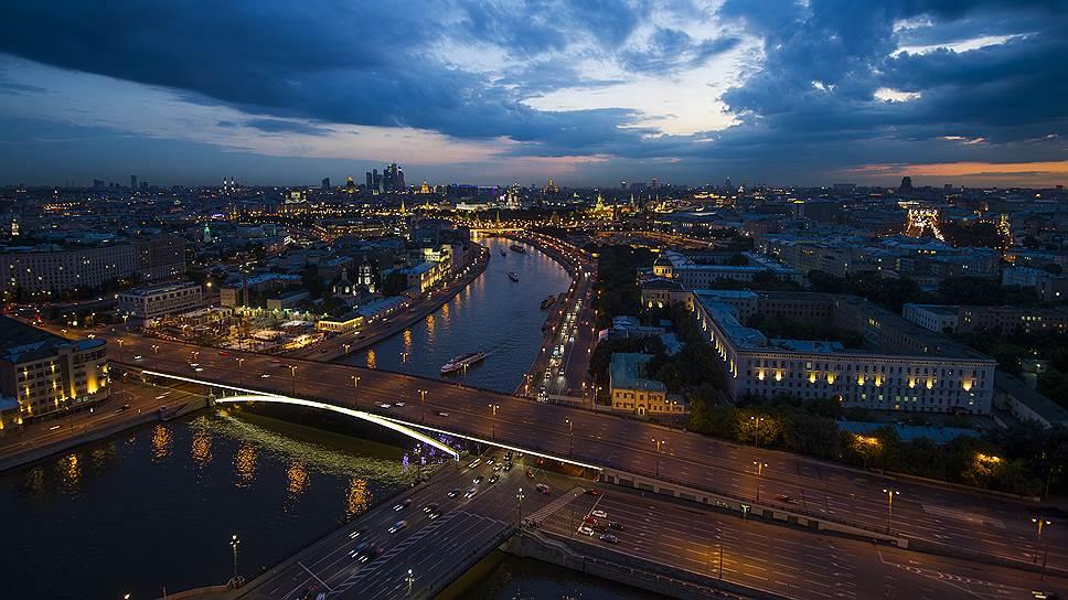 Ночью многие проблемы Москвы-реки не видны, их заслоняет красивая панорама