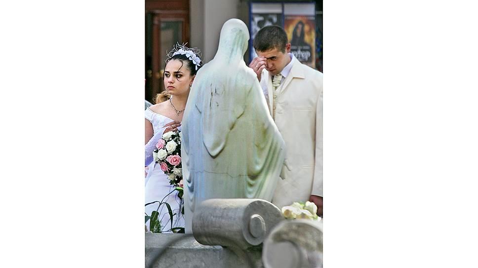 С самым большим оптимизмом к браку относятся молодые — они верят в вечную любовь и думать не хотят о возможности развода