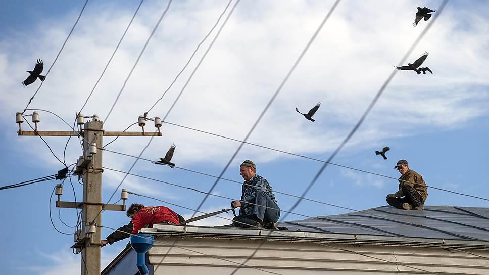 Для коммунального хозяйства в Перевозе есть специальная служба. Но жители жалуются: крыши все равно текут