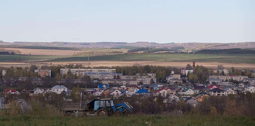 Даже многоэтажная часть Перевоза не сильно отличает его от деревни