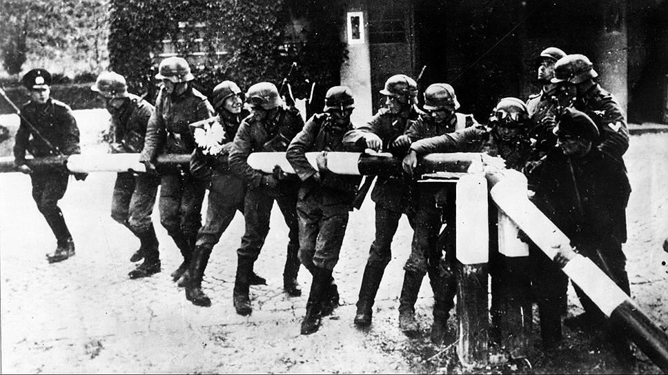 Сентябрь 1939-го, немецкие солдаты ломают шлагбаум на германско-польской границе — с этого, по сути, и началась Вторая мировая война