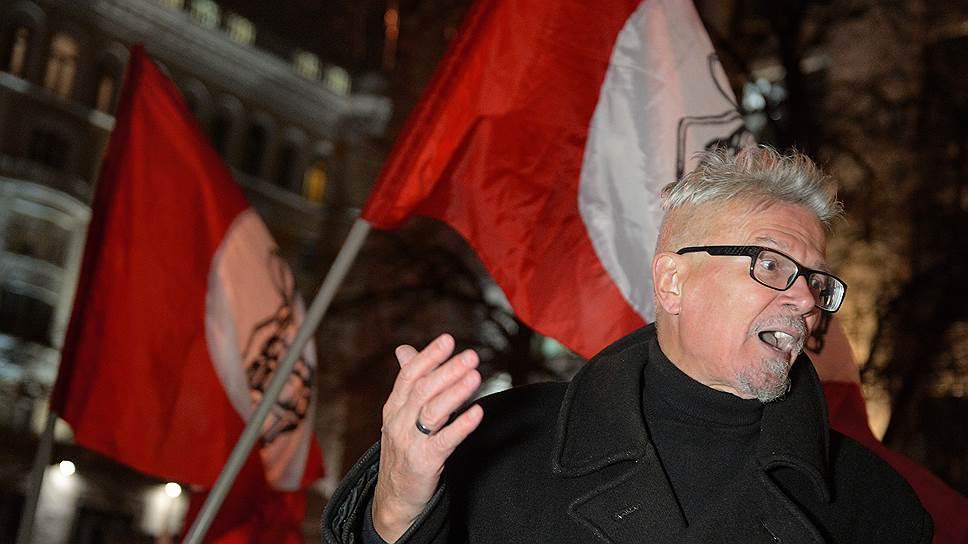 Эдуард Лимонов, объединившись с Игорем Стрелковым, обещал бороться с либералами