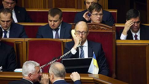 Дело было в разводке  / Премьер-министр Украины Арсений Яценюк не простился и не ушел. Политический спектакль разбирает Павел Шеремет
