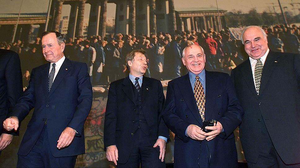 Для немцев Горбачев навсегда останется великим политиком — без его участия не состоялось бы объединение Германии. Канцлер Коль (первый справа) не раз признавался в этом публично