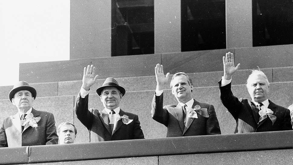 В мае 1986 года на трибуне Мавзолея уже генсек Горбачев