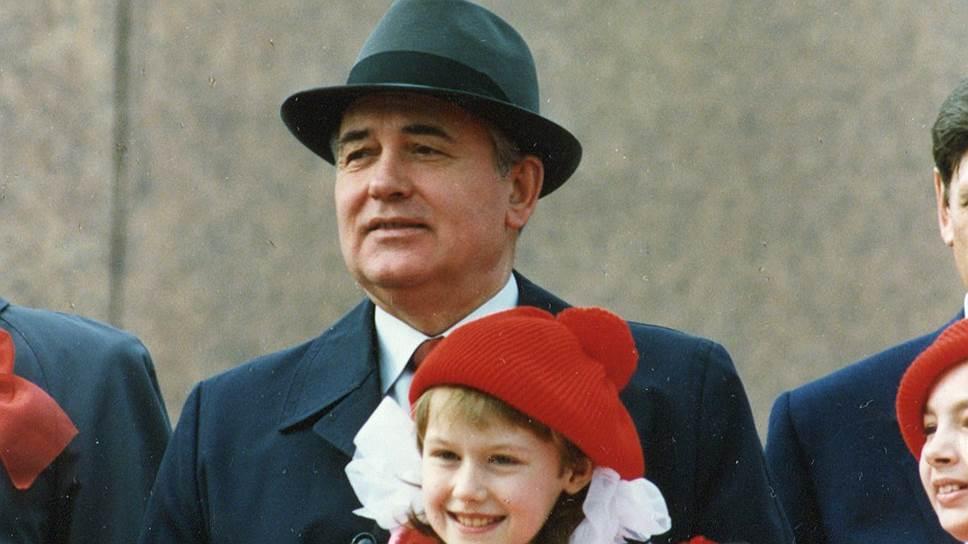 В 1978 году Горбачев из секретарей обкома шагнул в секретари ЦК КПСС. В 1980 году стал членом политбюро и в высшей номенклатуре освоился
