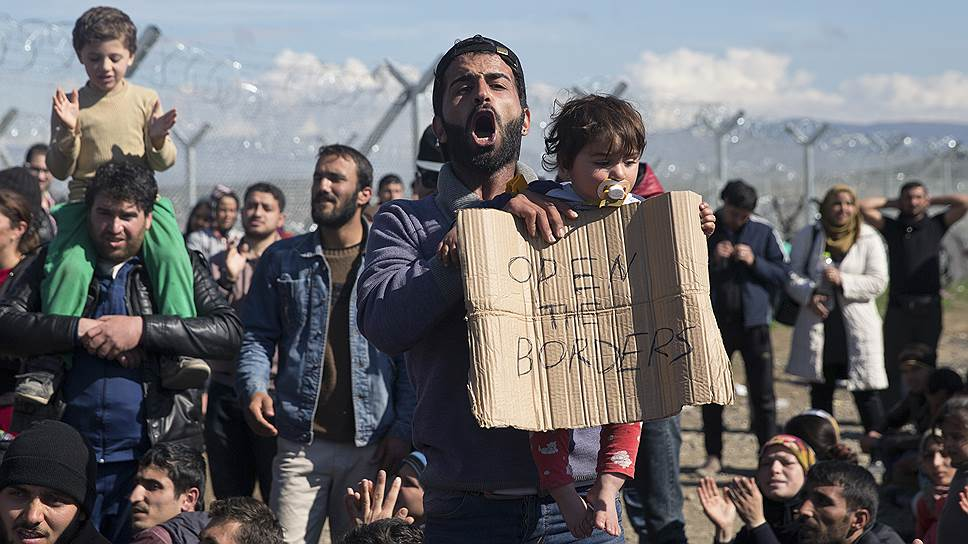 Греко-македонская граница, с которой начинается путь в богатую Европу,— одна из самых горячих. Она перекрыта по требованию ЕС, но мигранты требуют отмены границ