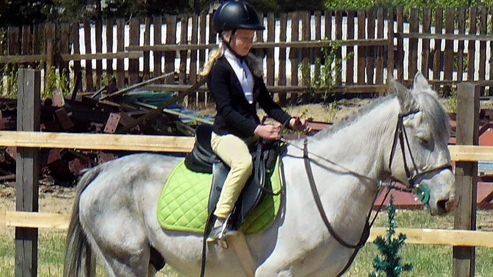 Рита и конь Бонопарт, на котором она участвовала в конкуре, когда Фараон был еще слишком мал для прыжков