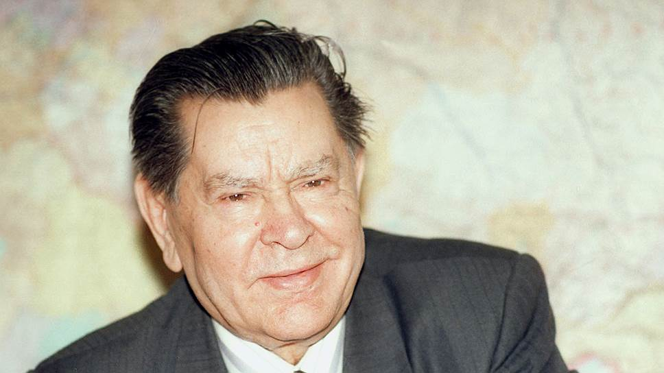 Маресьев прожил долгую жизнь и умер в день празднования своего 85-летия в 2001 году