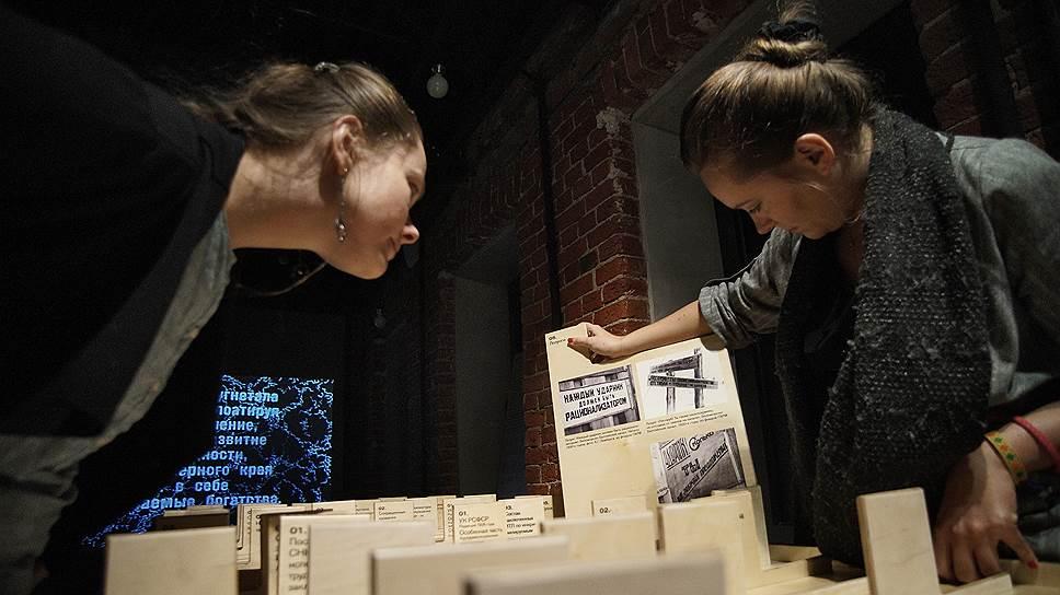 Многие экспонаты музея можно и нужно трогать, только так можно по-настоящему соприкоснуться с историей
