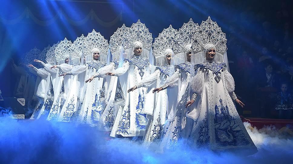 Балет цирка Гии Эрадзе впервые показал костюмы, сшитые для намеченного на октябрь первого российско-итальянского циркового фестиваля. Его руководитель Фабио Монтико мог посмотреть балет из судейской ложи
