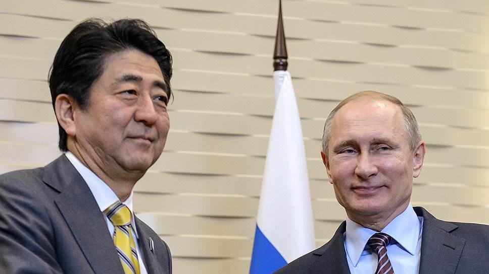 Глава японского кабинета министров и президент РФ перед началом переговоров в Сочи