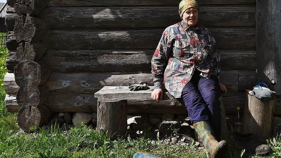 Анна Ивановна у своего родового дома