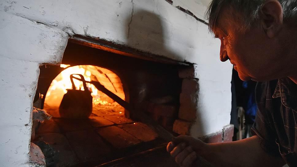 Русская печь — тоже часть экспозиции, что никак не мешает готовке