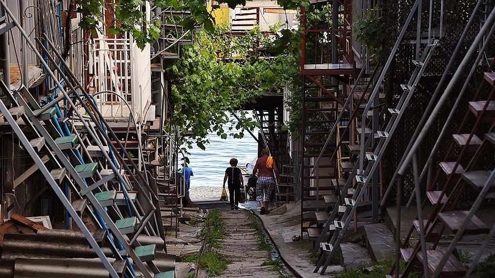 """В рыбацком кооперативе """"Волна"""" можно устроиться за 100 рублей в сутки, без канализации, зато у самого моря"""