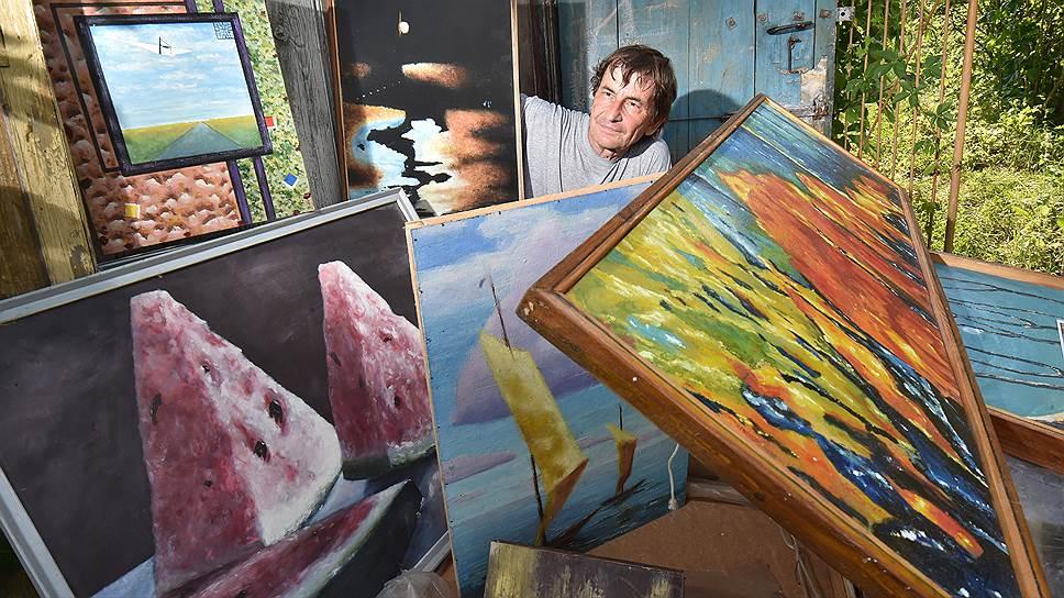 Художник Александр Берестнев хранит в сарае около сотни своих картин