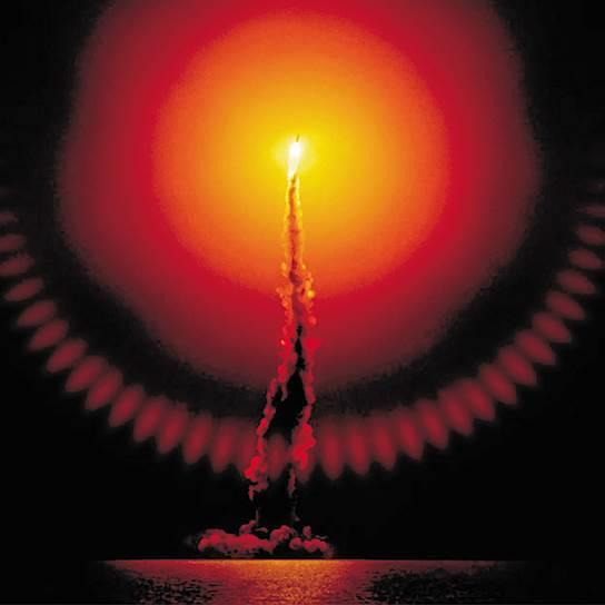 Северный Ледовитый океан. Ночной запуск с подводного ракетоносца российской баллистической ракеты третьего поколения