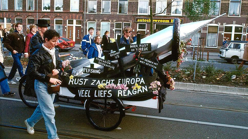 """Нидерланды, 1983 год. Протесты против размещения американских """"Першингов"""" и крылатых ракет получили в Западной Европе невиданный размах"""
