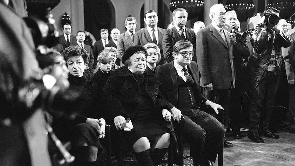 Похороны Юрия Андропова. Слева направо: его дочь Ирина, жена Татьяна Филипповна, сын Игорь. 1984год