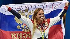 Юлия Ефимова празднует серебро на дистанции 100 метров брассом -- первое из двух, добытых в Рио, несмотря на нервотрепку с допуском на Игры