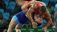 Хотя по большому счету медалей от наших ведущих борцов греко-римского стиля ждали, победы Романа Власова в категории до 75 кг и Давита Чакветадзе в категории до 85 кг (на фото) легкими не назовешь. Соперники на них настраивались всерьез, но в итоге оба наших борца вырывали у них победы